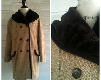 Vintage Peacoat Jacket with Faux Fur Collar - Beige Wool Double-Breasted Vintage Coat