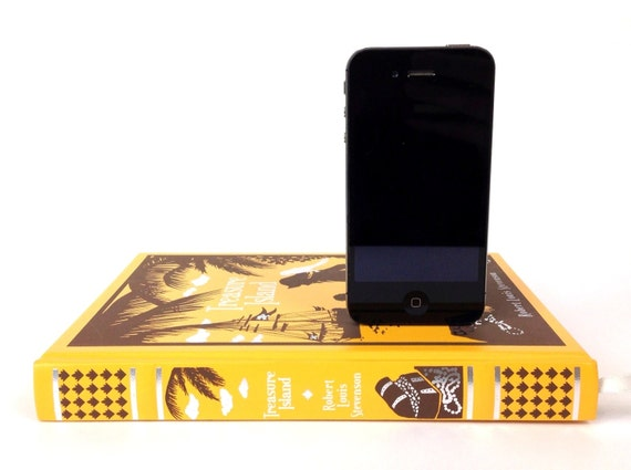The Pirate - Treasure Island booksi Charging Dock for iPhone - Leather