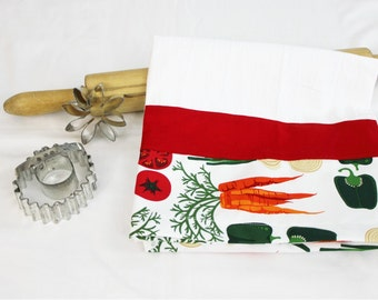 White Vegetable Decorated Flour Sack Kitchen Towel with Red Stripe