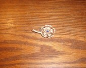 vintage pin brooch goldtone flower rhinestones