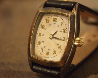Vintage Retro Handcraft Woman Wrist Watch with Leather Band /// MinetoroW - Perfect Gift for Birthday Anniversary