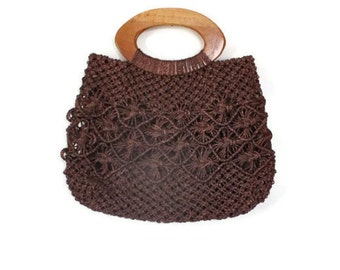 Macrame Handbag / Raffia Purse / Crocheted Straw Tote / Wooden Handle Pocketbook / 60s 70s Clothing