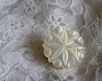 Vintage  MOP mother of pearl flower brooch