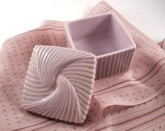 Vintage Avon Trinket Treasure Keepsake Box in Light purple pink