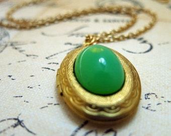 Antique Locket Necklace Vintage Locket Oval Antique Brass Locket Emerald Jade Necklace Keepsake Locket Photo Locket Gift for Her
