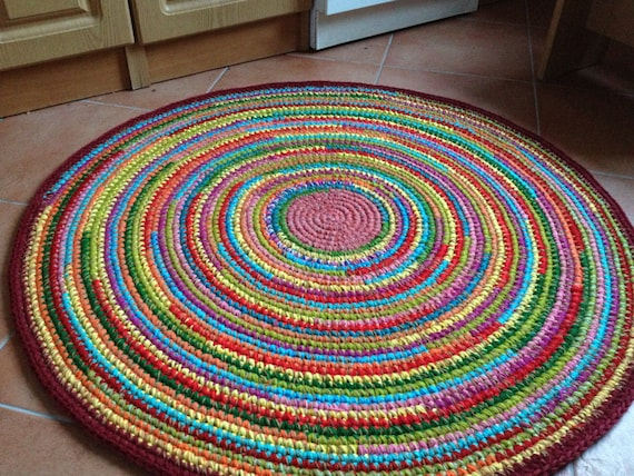 fun color tapis au crochet rond fait sur commande. Black Bedroom Furniture Sets. Home Design Ideas