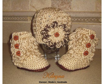 Crochet Baby Girl ugg Boots and hat set Crochet Oatmeal tan beige / brown crochet baby boots take home outfit 0-6 month  Photo