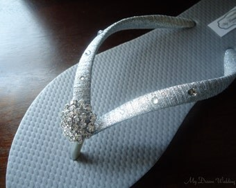 Silver Flip Flops. wedding flip flops, wedding flats, Bridal  flip flops, Swarovski Crystals. Wedding gray flip flops. Bridal Party mdw-0004