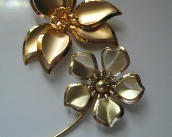 VINTAGE HUGE FLOWER Brooch Pair, 1950's Retro Flower Pins