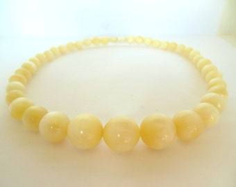 "Vintage Moon Glow Necklace Strand PaleYelow 50's 18"" ( item 166)"