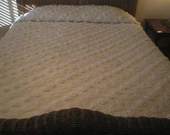 Sale - Mellow YELLOW with WHITE Double Wedding Rings and Huge POPS Vintage Chenille Bedspread - Free Shipping