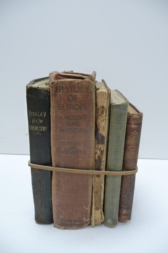 5 rustic worn antique books home decor wedding centerpiece for Antique books for decoration