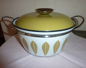 Catherineholm lotus pattern casserole