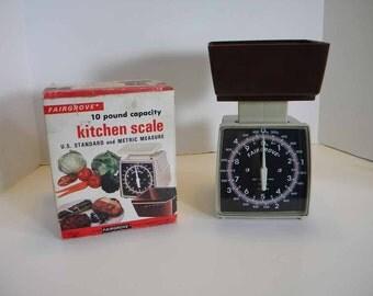 Vintage 1981 Fairgrove Kitchen Scales in Original Box