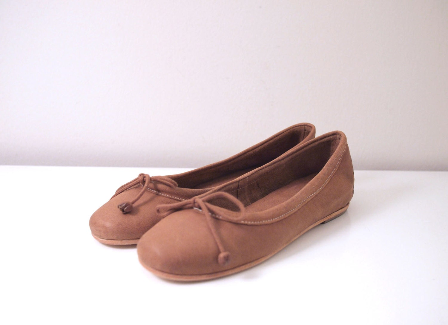 These girls' ballet slippers come in a rich shade of brown that'll help her stand out in a room full of classic black and pink ballet wear. The leather ballet shoes have a sleek look that'll help your girl feel like a professional ballerina, and a cotton lining that'll keep .