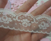 Ivory Scallop Lace 1.75 inches wide 3 Yards