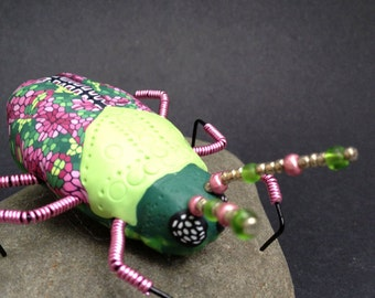 Bug Sculpture Insect Art Green Pink Screen Ornament (BTL-00013)