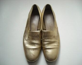Vintage Gold Loafer Shoes 9