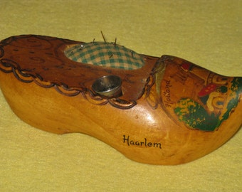 Vintage Dutch Wood Shoe Pincushion Haarlem Holland Pincushion and Thimble Holder Handpainted