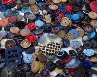 1 lb Vintage Grab Bag of Buttons 1D