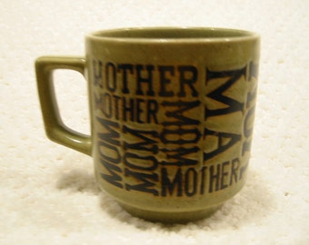 vintage  avacado green 'MOM'  mug . . . from the 1970s . . . .  used condition