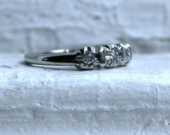 Vintage 14K White Gold Diamond Wedding Band - 0.15ct.