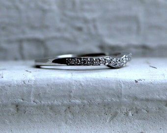 Curved Pave Vintage 14K White Gold Diamond Wedding Band - 0.39ct.