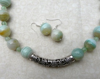 17 Inch Light Green Striped Agate Necklace with Earrings