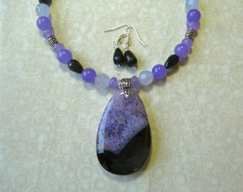 17 Inch Purple an Black Geode Agate Pendant Necklace with Earrings
