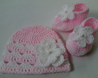 Crochet Baby Hat and Baby Booties beanie gift baby baby pink white flower