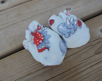 scratch free baby mitten with jersey lining boy print cars or dinosaures