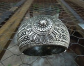 Large Vintage Etruscan Style Hinged Clamper Bracelet Silver Tone Rope Twist Flower Floral