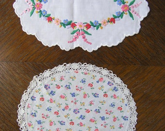 Vintage Oval Lace Dollies, Pair of Cotton Dollies with Floral Print, Hand Embroidery and Lace, Vintage Doily, Vintage Table Decoration