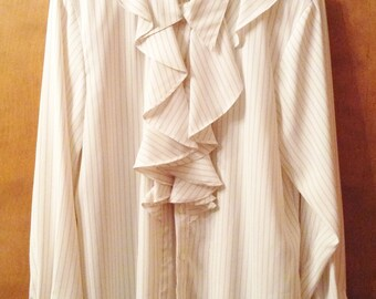Silky and light long sleeved blouse with large ruffles.