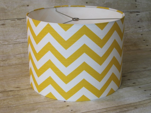 articles similaires lampe abat jour tambour abat jour jaune chevron en zigzag sur etsy. Black Bedroom Furniture Sets. Home Design Ideas