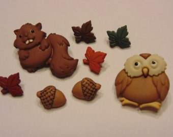 8 piece owl and squirrel  button set, 10-25 mm (10)