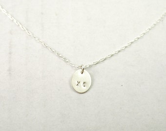 Silver initial necklace - oval disc charm - XO - bridesmaid necklace - illusy