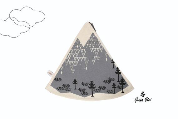 Scandinavian geometric mountain triangle Coin Purse make up bag off white cotton grey zip