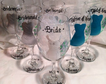 Wedding Wine Glasses Hand Painted Personalized Bridal Party, Bridesmaid Gift, Maid of Honor Gift, Bride Glass, Wedding Gift, Favors