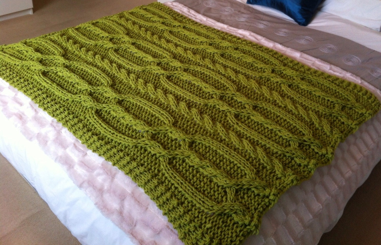 Knitting Pattern Blanket Throw : Snuggly Cable Blanket / Throw. Knitting pattern