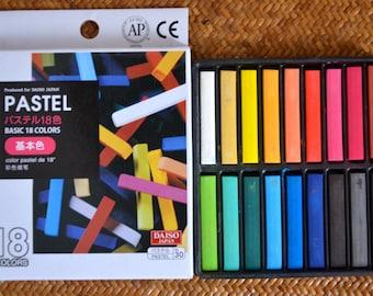 A set of 18 colours Chalk Pastel: Basic Colors