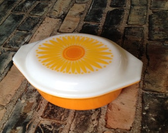 Pyrex oval 1 1/2 quart  casserole in Daisey pattern from the 50's