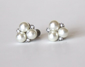 Pearls Rhinestones Screw Earrings - Pearl Earrings - Wedding Jewelry - Bridal Accessory - Party Jewelry - Vintage