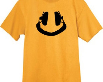 Mens T-shirt / Smiley Face Headphones