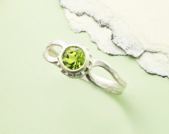 Peridot Silver Ring, Birthstone Ring, August Birthstone Ring, Bright Green Peridot, Silver Ring and Peridot Ring, Faceted Peridot, August