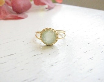 Valentines Day SALE - Jade ring - Gold ring - Green jade ring - Light green ring - vintage ring - Dainty jade ring - Jade jewelry