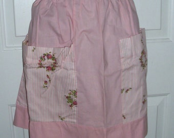 Be the Princess of the House in this 1960's Pink Floral Apron Huge pockets Free US shipping