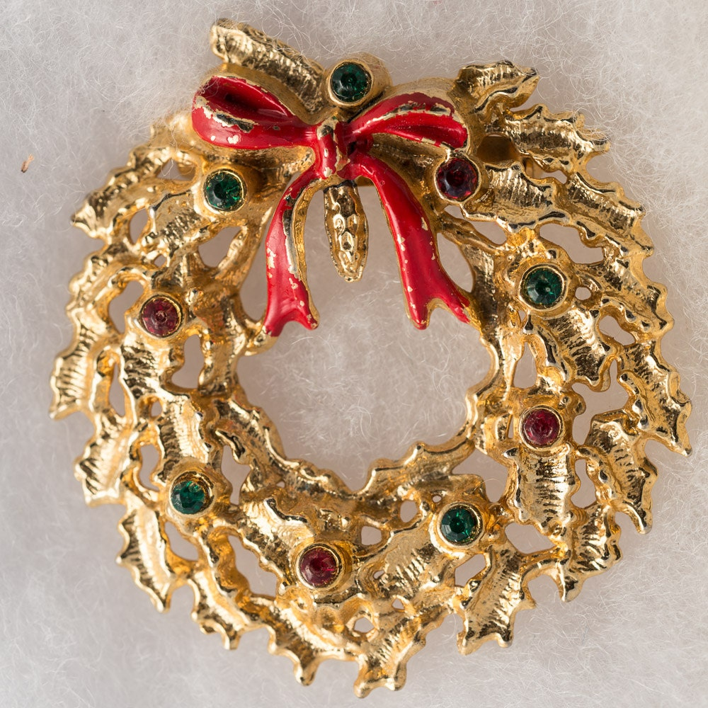 Vintage Christmas Jewelry Golden Wreath Brooch with Red and