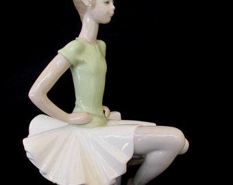 Lladro 1360 Laura Ballet Practice Green