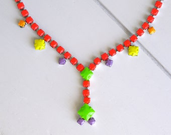 colorful coral and vibrant neon green upcycled hand painted vintage 50s / 60s rhinestone necklace (second hand necklace)